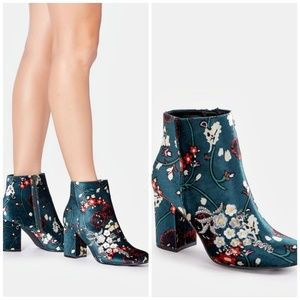 Just fabulous Loreida sateen bootie size 12 NWOT